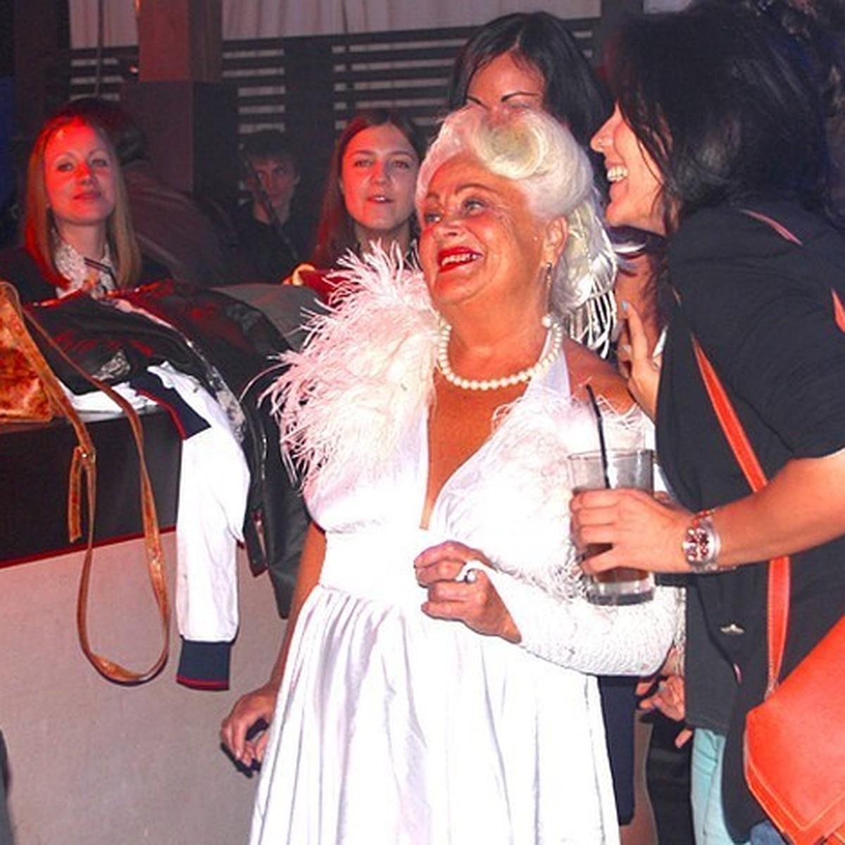 Танцовщицы в ночной клуб екатеринбург фоторепортаж из ночного клуба