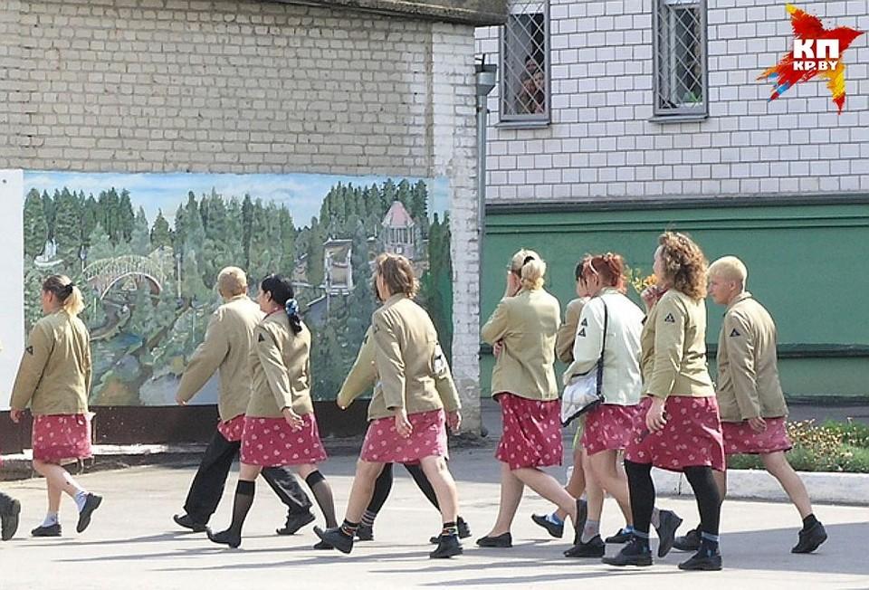 Отказ мотивировали тем, что в этот день в зале ГЦК запланирован показ спектакля «Бабы Шанель» с участием осужденных из женской исправительной колонии