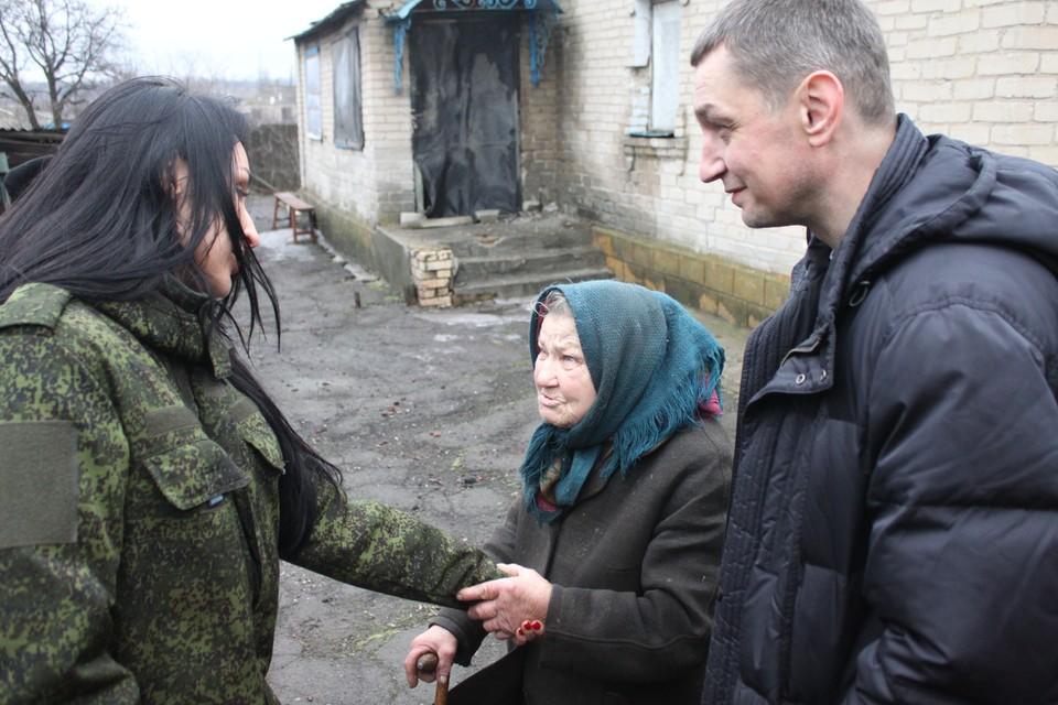 «Тепло сердец» с поддержкой полка специального назначения помогли бабушкам и многодетным семьям в Старомихайловке