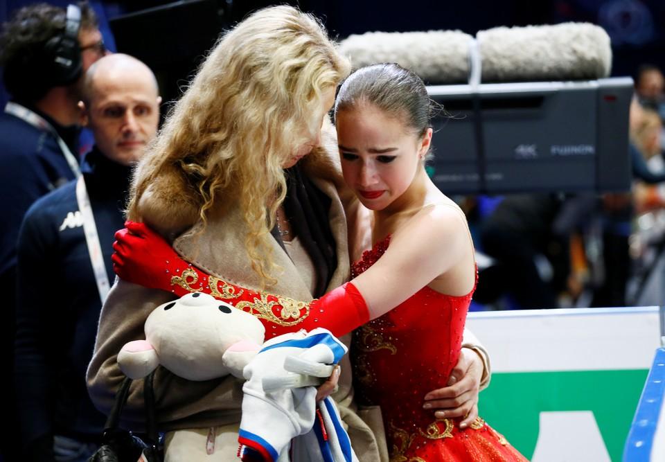 Алина Загитова со своим тренером Этери Тутберидзе.