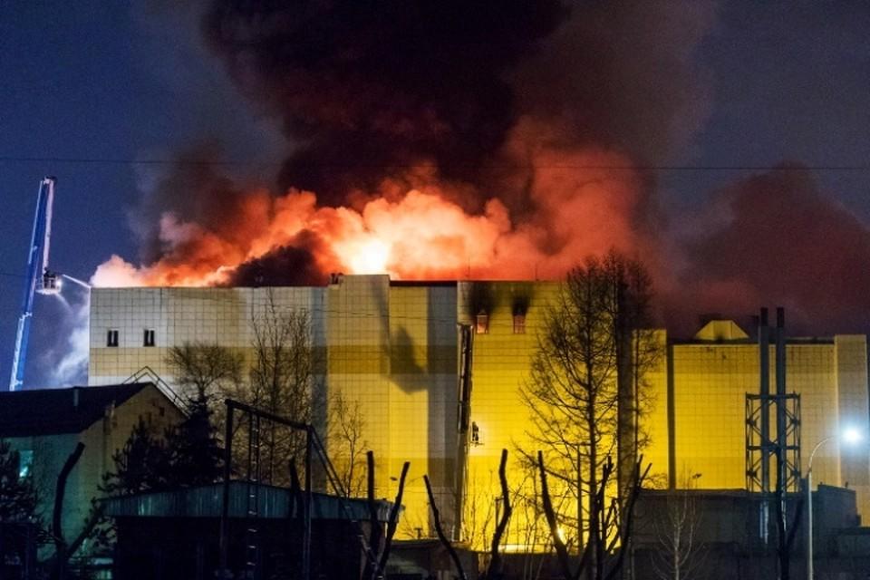 Пожар в кемеровском торгово-развлекательном центре «Зимняя вишня». Фото: ТАСС/Данил Айкин
