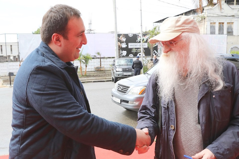 Режиссер Тимур Тания и сценарист Владимир Фенченко на кинофестивале в Сухуми.