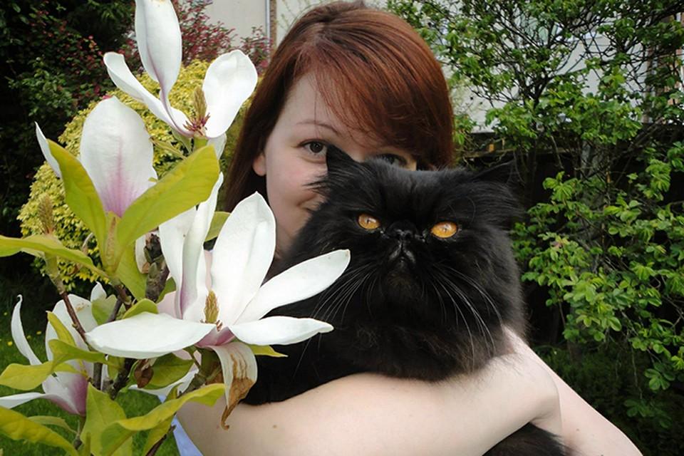 Свое сообщение газета Mirror проиллюстрировала снимком Юлии Скрипаль с отцовским котом