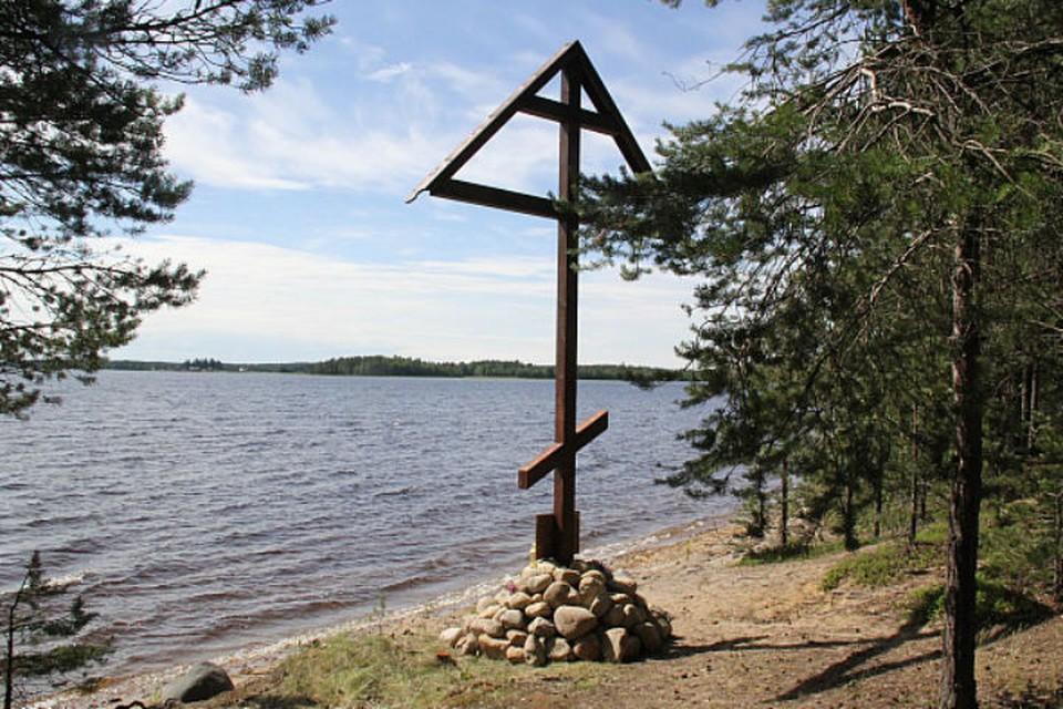 На месте трагедии поставили крест