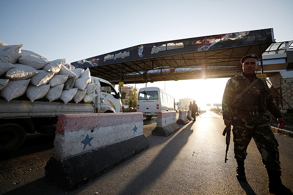 В районе сирийской столицы Дамаска ракеты попали в штаб Республиканской гвардии, базу ПВО под горой Касьюн, аэропорт Мезза