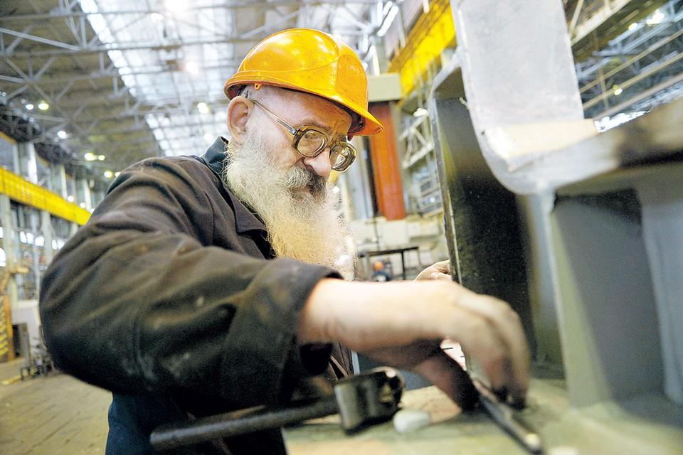 - Я и рад бы на пенсию выйти, да только родной завод на кого оставить?