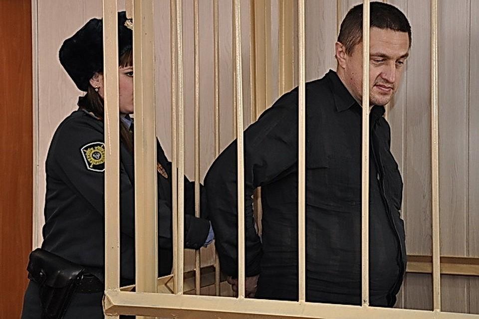 При задержании, на многочисленных судебных заседаниях и даже при оглашении приговора Константин Руднев вел себя безучастно