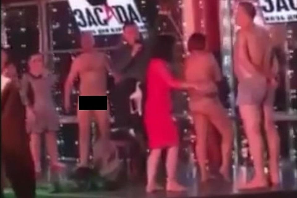 ebut-striptiz-razdevaniya-konkurs-seks