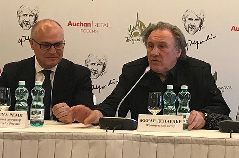 На пресс-конференции в Москве генеральный директор торговой сети «Ашан» Франсуа Реми и актер Жерар Депардье объявили о выходе на российский рынок нового продукта белорусского производства.