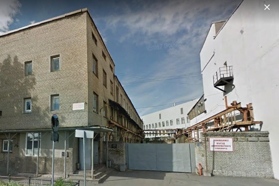 Завод расположен на 27-й линии Васильевского острова.