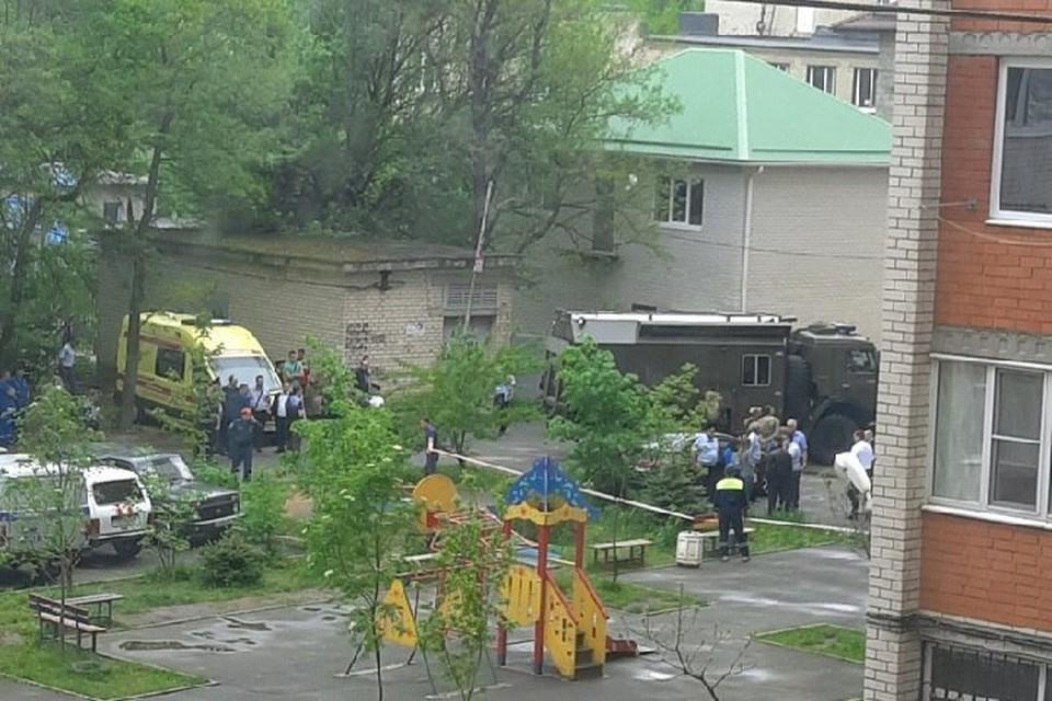 На месте взрыва работают силовики. Фото: Анна Чемеркина