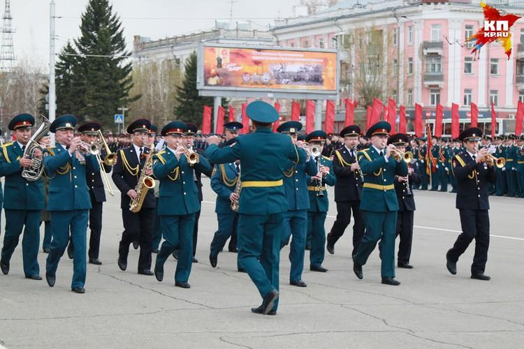 Репетиция Парада Победы прошла в Барнауле.