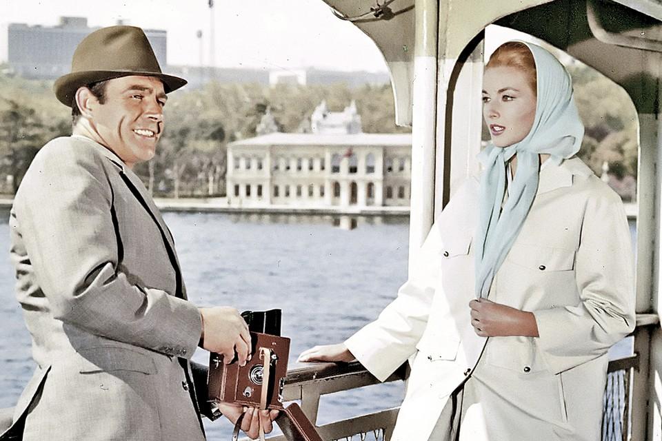 Об агенте 007 снято уже 26 фильмов, вдвое больше, чем написал романов сам Флеминг. Общий кассовый сбор бондианы - около 8 миллиардов долларов.