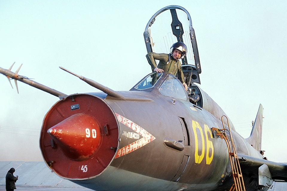 Истребитель Су-17 на боевом дежурстве, середина 70-х. Фото Р.Шагаева /Фотохроника ТАСС
