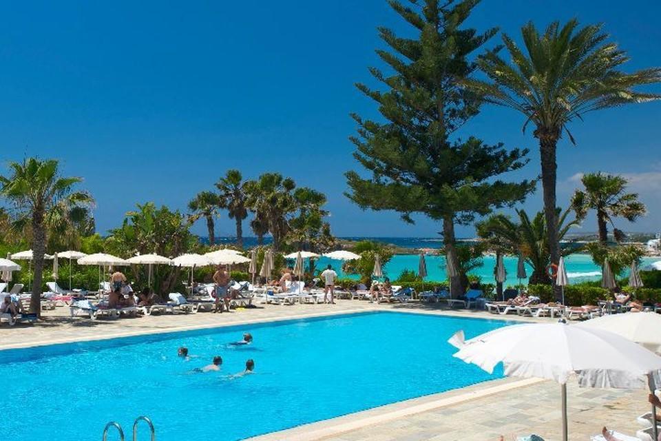 Четырехлетний мальчик из России едва не утонул в бассейне на Кипре