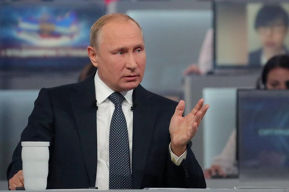 """Президент РФ Владимир Путин во время """"Прямой линии"""" 7 июня 2018 года"""
