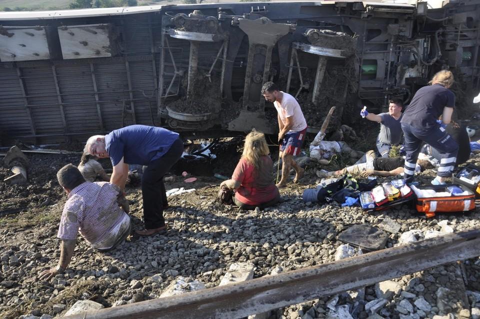 Число погибших при аварии на железной дороге в Турции выросло до 24, еще 338 человек пострадали