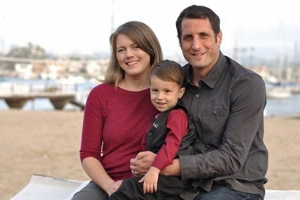 Лора и Райан Смит с их четырехлетним сыном
