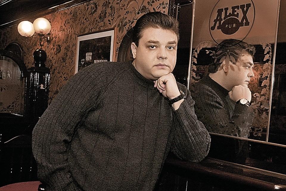 Андрею Юрьевичу не нравилось, что их с братом бывшие жены оставляют после развода знаменитую фамилию.
