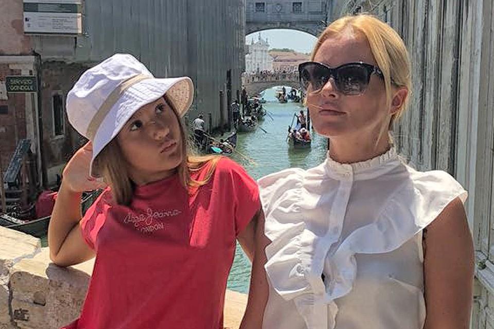 Дана Борисова с дочкой в Италии.