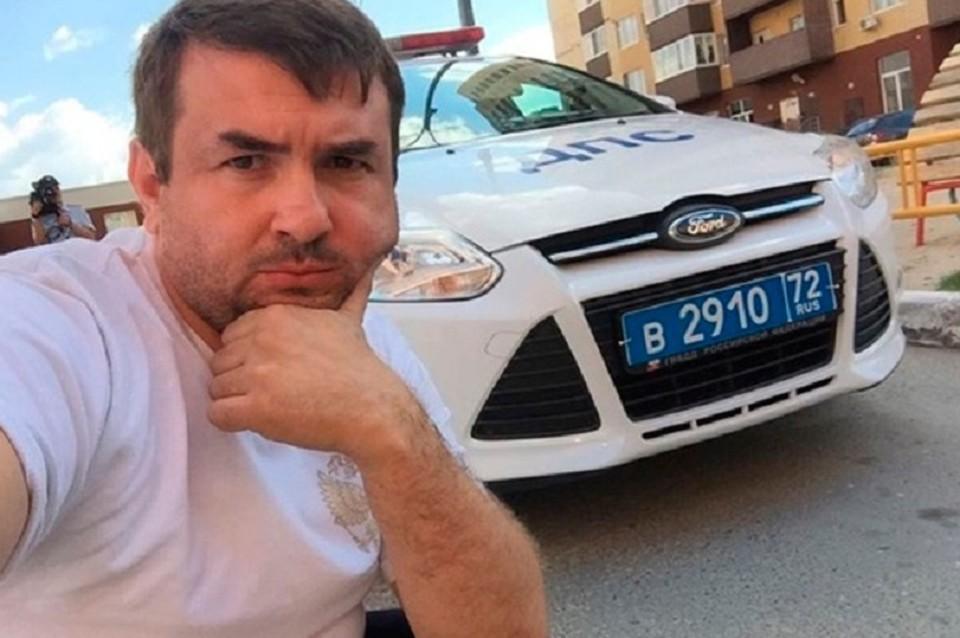 Тюменца, катающегося по дорогам в ванной, оштрафовали за нарушение ПДД. Фото Эдуарда Филиппова
