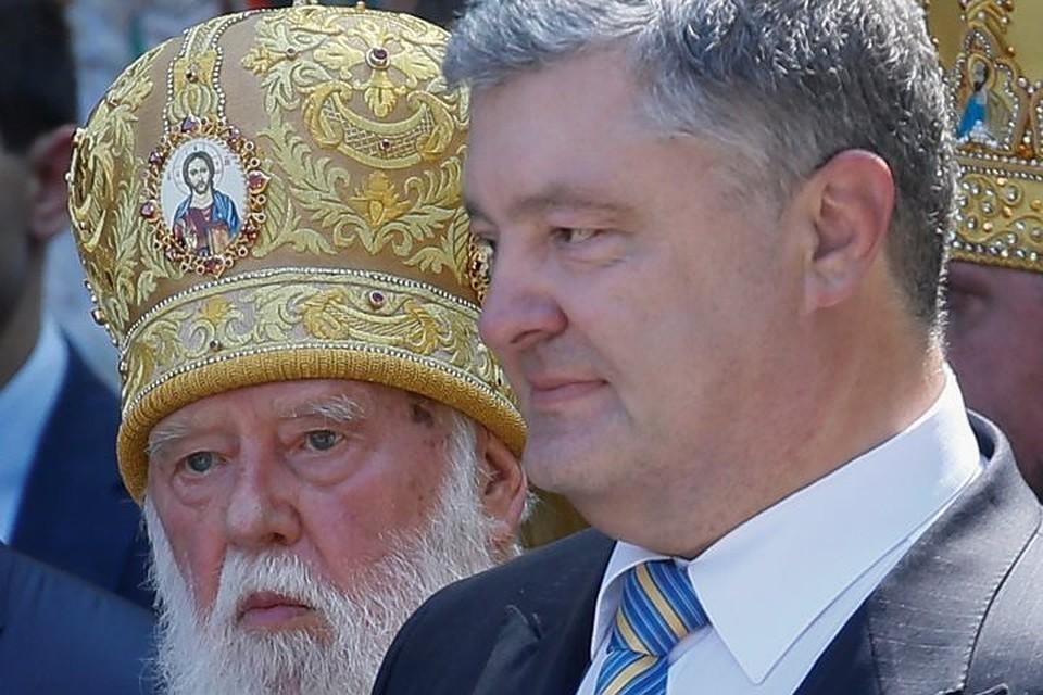 Глава непризнанного во всем мире Киевского патриархата Филарет (слева) и президент Украины Петр Порошенко на праздновании 1030-летия Крещения Руси