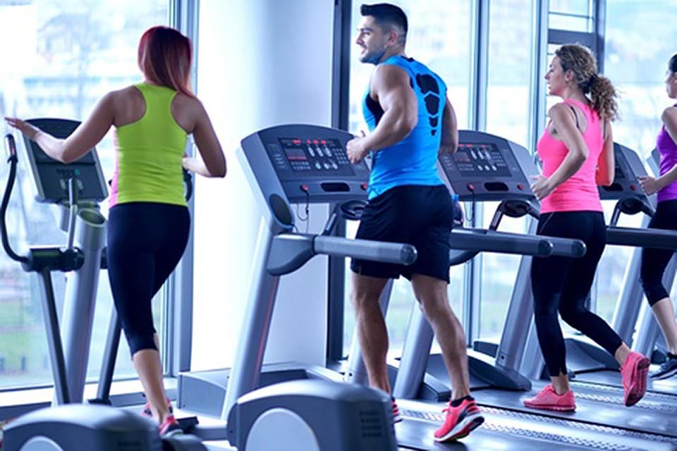 Вес мужчин снижался за счет уменьшения жировой массы, в то время как женщины теряли в массе за счет уменьшения костной ткани и мышечной массы