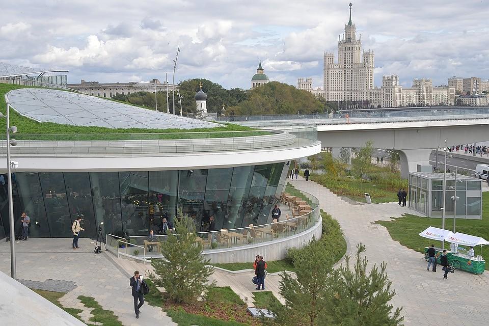 07:49Московские власти не станут усиливать охрану «Зарядья» из-за сообщений о сексе в парке
