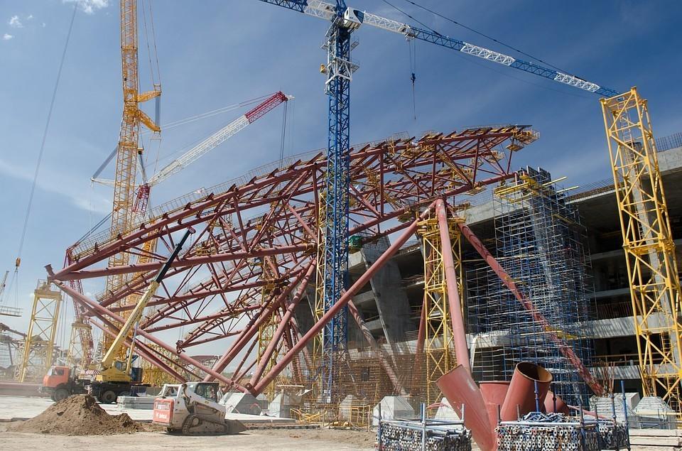 Строители стадиона уже месяц пытаются добиться помощи региональных властей