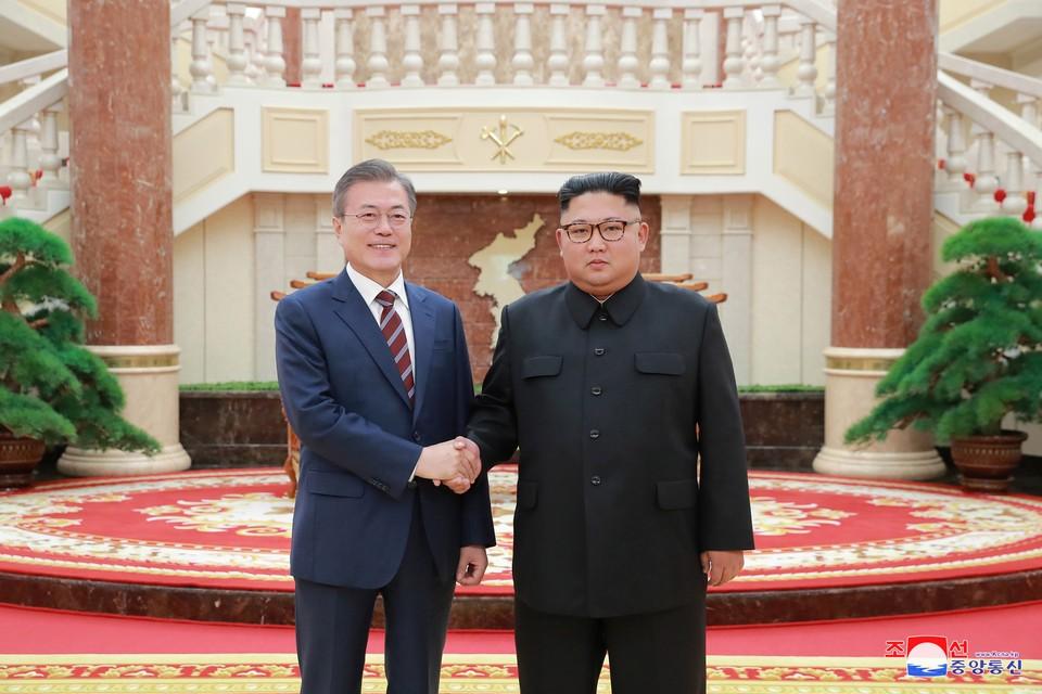 Президент Южной Кореи Мун Чжэ Ин и лидер КНДР Ким Чен Ын