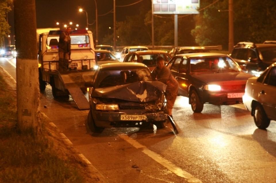 В Москве водитель протаранил четыре автомобиля на встречной полосе
