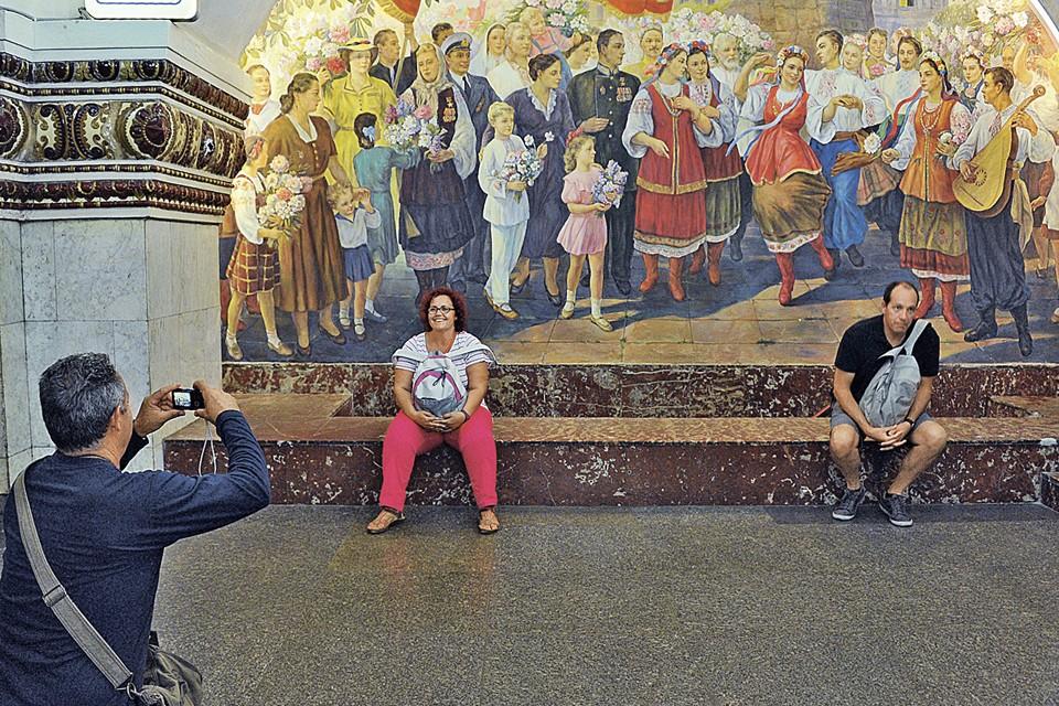 Похоже, дружбу двух братских народов скоро можно будет увидеть разве что на станции метро «Киевская» в Москве.