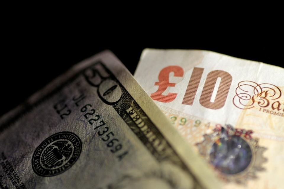 В правительстве не намерены запрещать долларовые расчеты