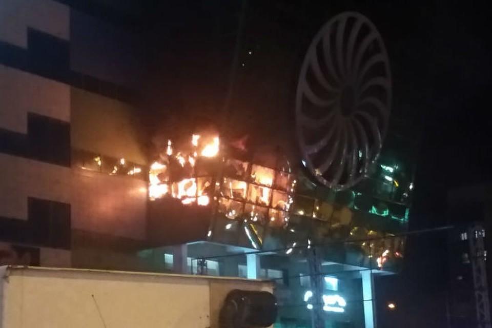 68a5105065f4 В Якутии выгорело здание ТЦ «СахаЭкспоцентр»