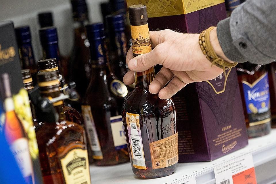 Минфин РФ предложил повысить минимальные цены на коньяк и бренди. Фото: Сергей Бобылев/ТАСС