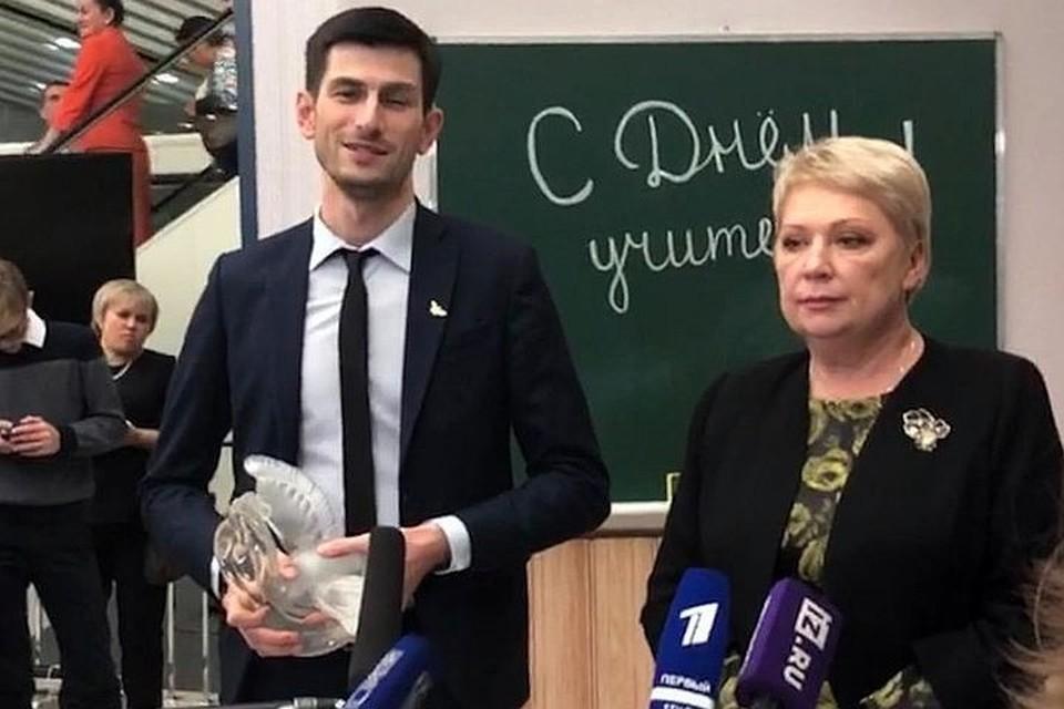 Учитель года Алихан Динаев и министр просвещения Ольга Васильева