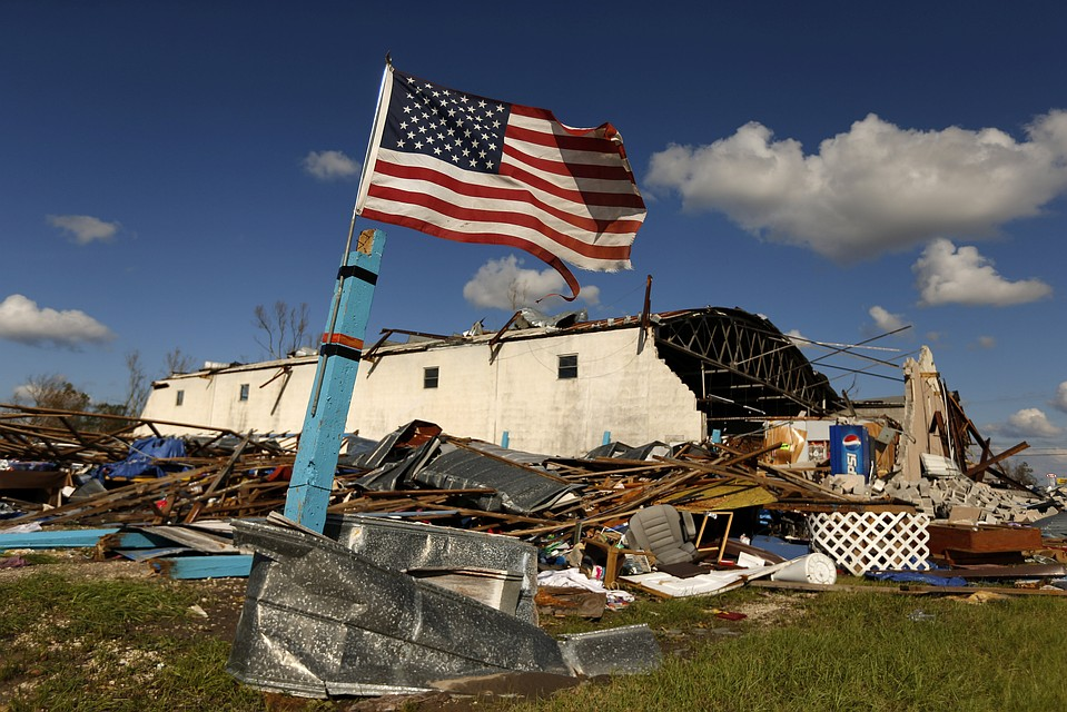05:37Ураган «Майкл» нанес ущерб базе ВВС США во Флориде