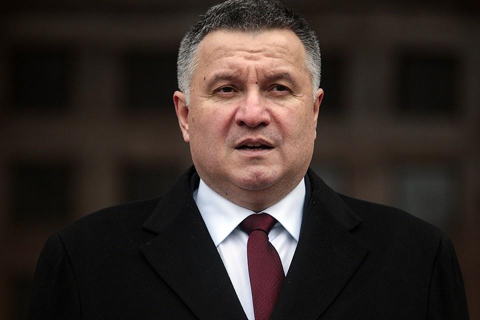 В частности, ограничительные меры введены в отношении министра иностранных дел Украины Арсена Авакова