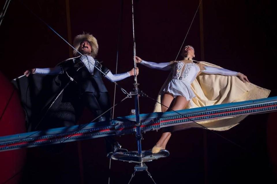 цирк голые артистки