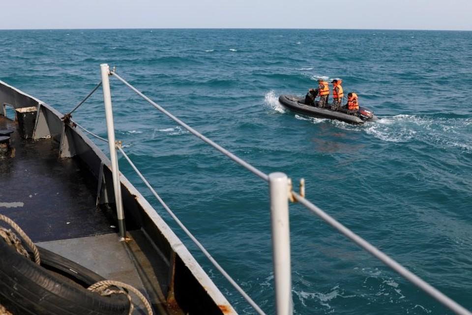 В настоящее время спасатели пытаются найти речевой самописец разбившегося самолета авиакомпании Lion Air