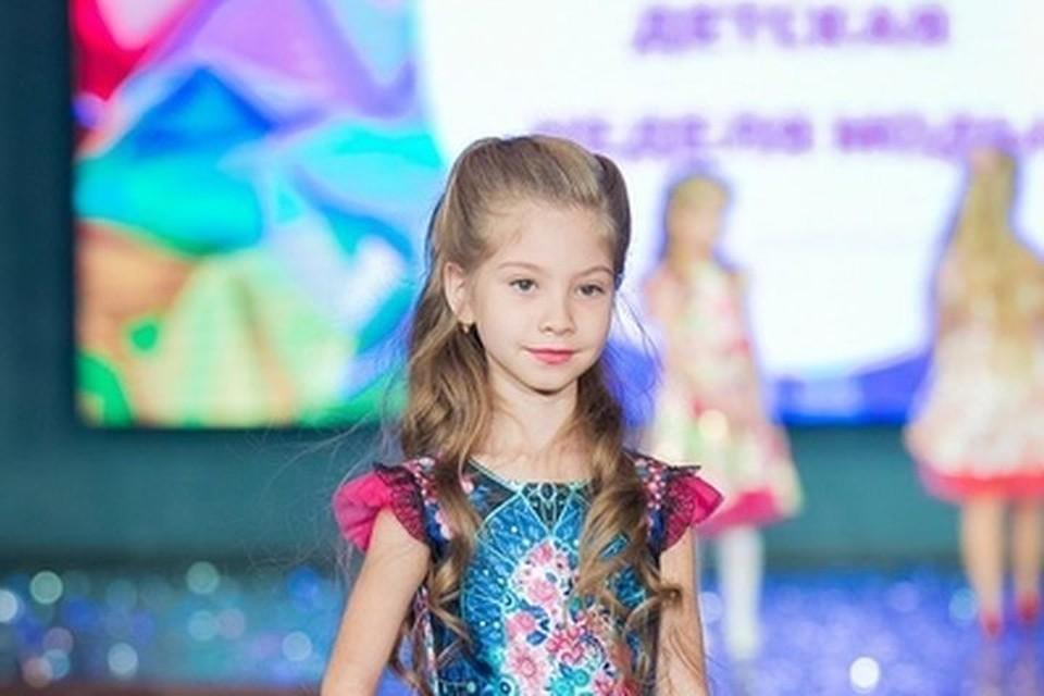 Катя - одна из самых успешных юных моделей страны: это фото было сделано на показе 4 ноября. Фото: предоставлено Ириной ТУРСУКОВОЙ.