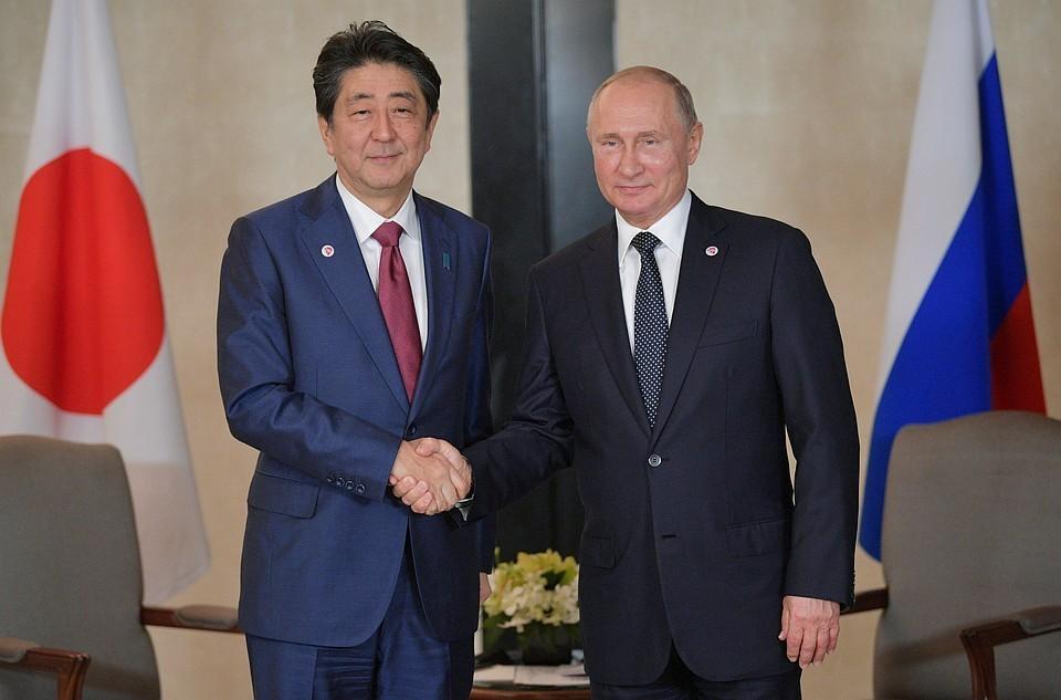 На фото: президент РФ Владимир Путин заявил и премьер-министр Японии Синдзо Абэ.