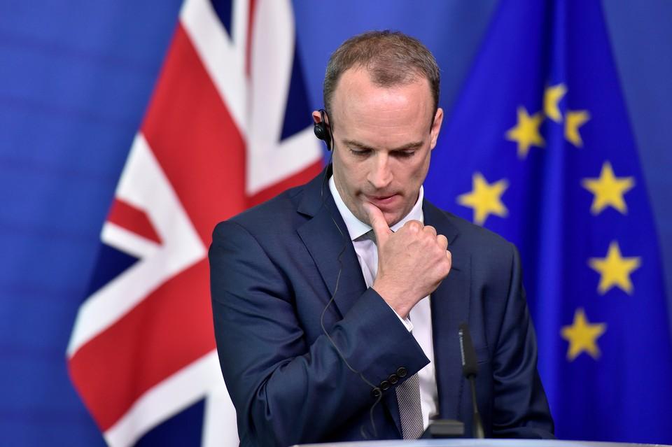 Министр по вопросам Brexit Доминик Рааб подал в отставку.