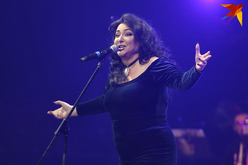 Лолита в Могилеве не смогла закончить концерт из-за гипертонического криза