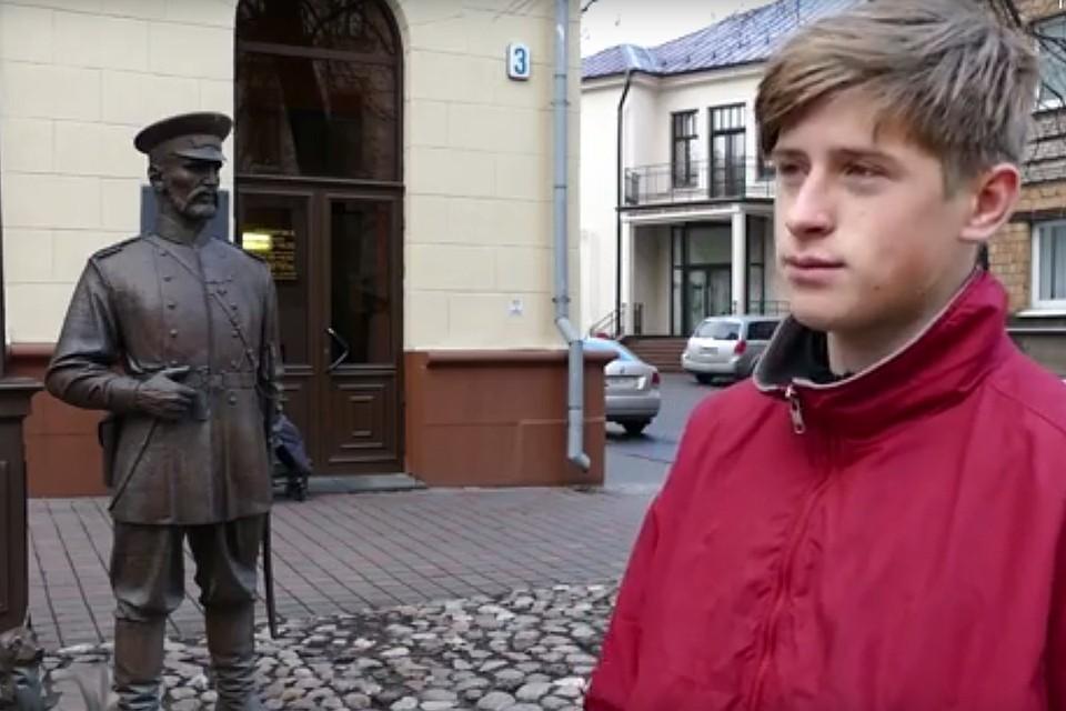 16-летнего лицеиста задержали за то, что тот дал оплеуху скульптуре. Фото: кадр из видео