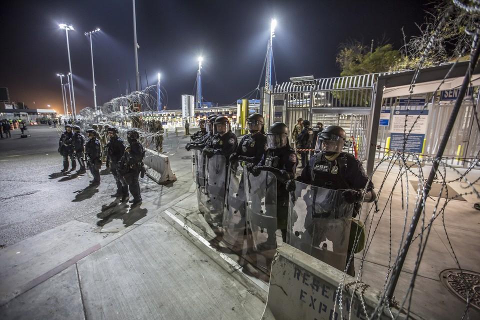 Военным США разрешили стрелять в мигрантов