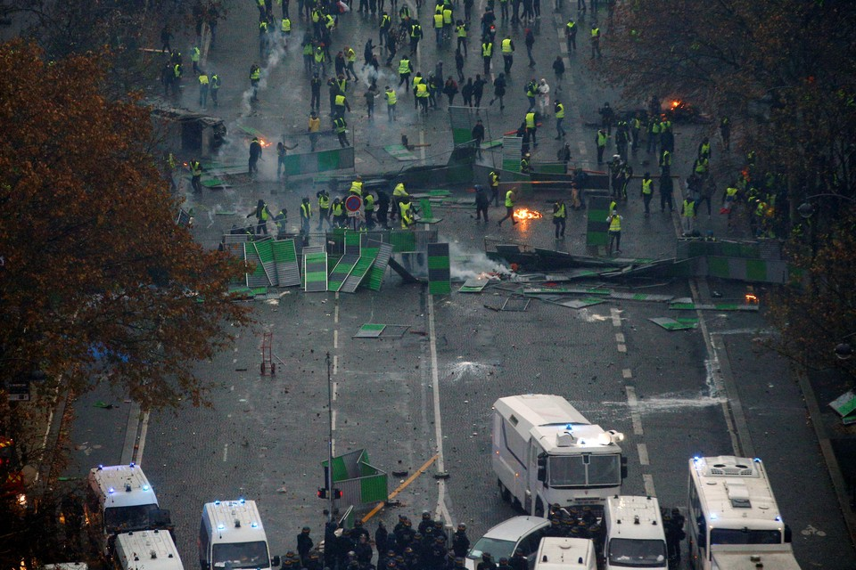 Власти Франции не исключили введения режима ЧП после беспорядков