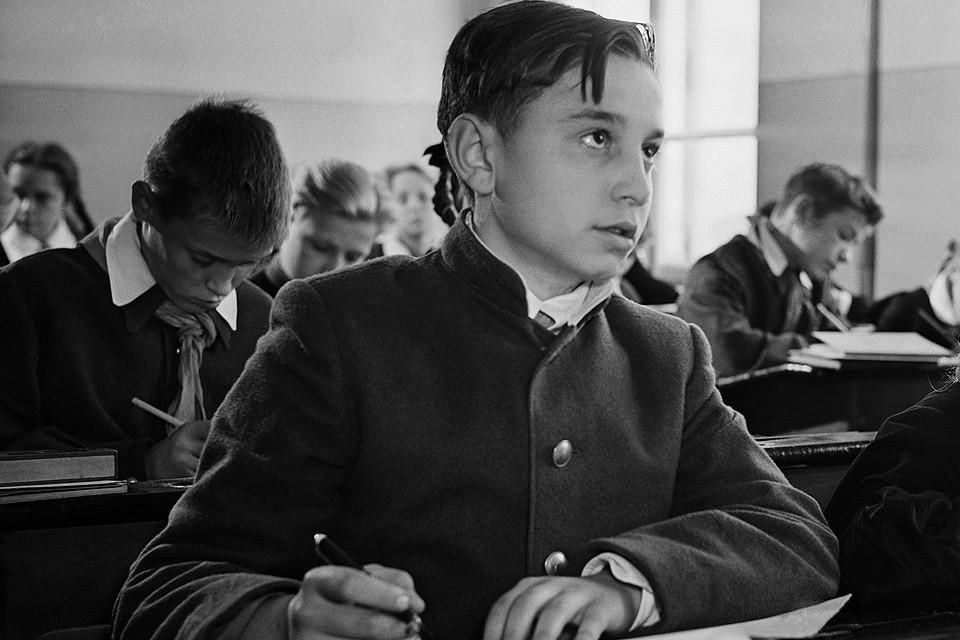 На уроке в советской школе, 1958 год. Фотохроника ТАСС