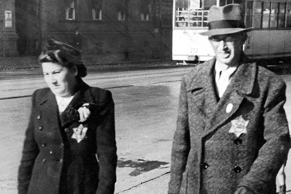 Знали ли вы, например, что евреям в начале германского фашизма можно было пользоваться городским транспортом только 2 раза в день и только по будням?