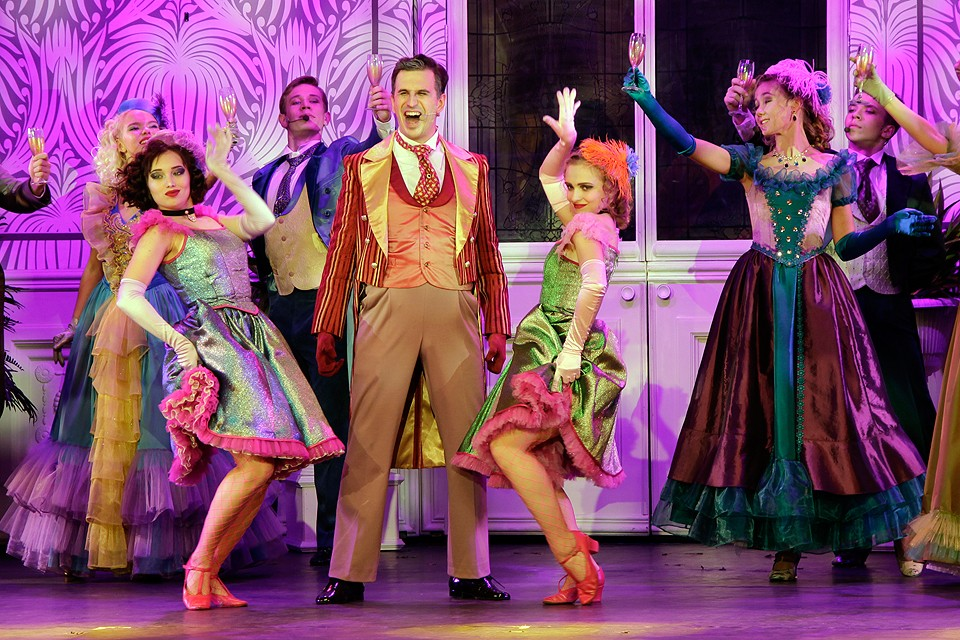 Действие пьесы разворачивается в Париже XIX века.